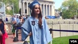 Aktris Cinta Laura saat wisuda dua gelar sarjana dari Universitas Columbia di New York, AS (foto: courtesy).