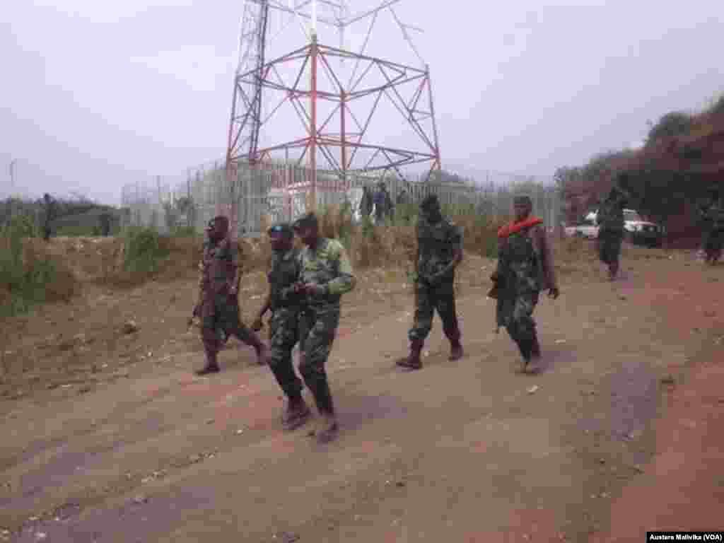 Wanajeshi wa DRC wakitembea Kibati baada ya kuwarudisha nuyuma M23