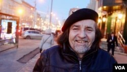 Omar Hernandez in downtown Moscow (VOA/Charles Maynes).