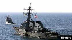 នាវាពិឃាដ USS Cole ធ្វើដំណើរចេញពីក្រុង Aden ប្រទេសយេម៉ែន ទៅក្នុងលំហសមុទ្រ កាលពីថ្ងៃទី២៩ ខែតុលា ឆ្នាំ២០០០។