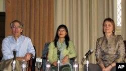 华志建(左)李海燕(中)包苏珊座谈中国软实力