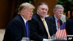 Trump, Pompeo ve Bolton birlikte çalıştıkları dönem aynı fotoğraf karesinde