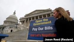 Một nhân viên Thượng viện Mỹ phản đối việc chính phủ đóng cửa