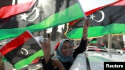 利比亚人投票后庆祝