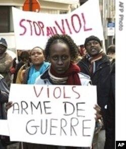 Des Congolaises manifestant contre le viol dans le Kivu
