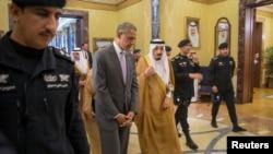 جمهور رئیس اوباما د باچا سلمان څخه مننه وکړه چې د خلیج د همکارۍ شورا کوربه دی
