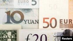 Quelques monnaies du monde dont le yuan chinois, le dollar américain, l'euro et la livre sterling.