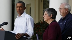 U.S. President Barack Obama speaks about damage done by Hurricane Irene next to Homeland Security Secretary Janet Napolitano (C) and Federal Emergency Management Agency Administrator Craig Fugate (R) in the Rose Garden of the White House, August 28, 2011