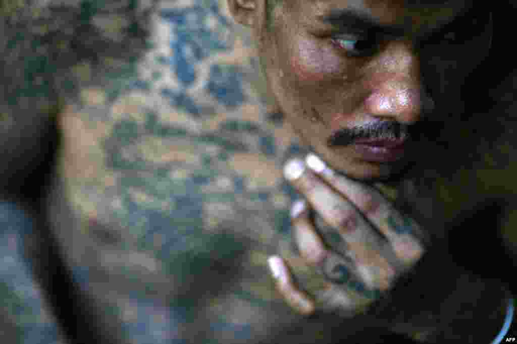 Sontaya, a 39 year-old HIV positive Thai man who claims to have three wives, all HIV positive, rests at a hospice for those dying of AIDS at a Buddhist temple in Lopburi on the World AIDS day December 1, 2010. (Damir Sagolj/Reuters)
