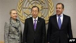 سرگئی لاوروف وزیر خارجه روسیه، بان کی مون دبیرکل سازمان ملل متحد و هیلاری کلینتون وزیر خارجه آمریکا