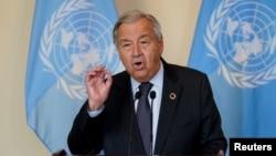 Sekjen PBB Antonio Guterres berbicara kepada wartawan dalam Sidang Majelis Umum PBB ke 76 di New York, pada 20 September 20 2021. (Foto: Reuters/John Minchillo)