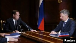 Russia's Prime Minister Dmitry Medvedev (L) meets with Ukraine's Deputy Prime Minister Yuri Boiko at the Gorki residence outside Moscow, Russia, Dec. 4, 2013.