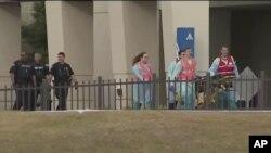 Ekipe hitne pomoći i policija u bazi u Pensakoli, na Floridi