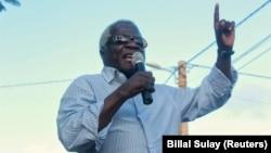 Afonso Dhlakama em comício na Morrumbala, Zambezia, Moçambique.