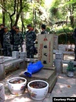 当局在林昭墓地派员把守(网络图片)