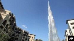 ຕຶກ Burj Khalifa ຂອງດູບາຍ ທີ່ວ່າມີຄວາມສູງ 828 ແມັດ ແລະເປັນຕຶກສູງທີ່ສຸດ ຂອງໂລກໃນປັດຈຸບັນນີ້.