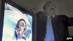Chủ nhà hàng 48 tuổi ở Ai Cập đã được đưa vào bệnh viện sau khi ông này tự tưới dầu lên người và châm lửa bên ngoài trụ sở quốc hội ở Cairo