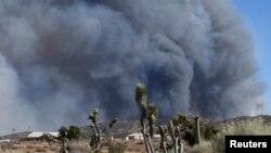 Đám cháy lớn ở Quận San Bernardino đã cháy suốt một tuần qua, phá hủy hơn 100 ngôi nhà và 200 tòa nhà.