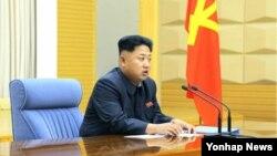 북한 김정은 국방위원회 제1위원장이 당 중앙군사위원회 확대회의를 주재하고 조직 문제에 관한 '중요한 결론'을 내렸다고 조선중앙통신이 26일 보도했다.