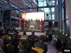 """2015年莫斯科举行的一次两国商界交流活动中,主办方播放的电影谈到毛泽东当年访问苏联期间,1950年2月双方举行""""中苏友好同盟互助条约""""签字仪式。"""
