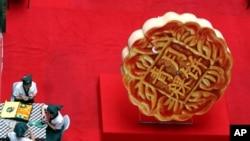Hong Kong đang xét nghiệm bánh trung thu ở các cửa hiệu trên toàn thành phố