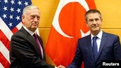 Le ministre turc de la Défense Nurettin Canikli à Bruxelles, 14 février 2018.