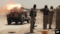 Felluce yakınlarında IŞİD militanlarıyla çarpışan Irak askerleri ve Şii milisler
