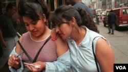 Faviola Muñoz Aguirre, 20, izquierda, y su hermana María Aguirre, de 23 años, buscan trabajo en Nueva York.
