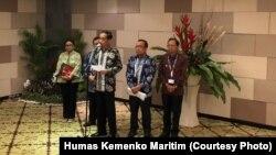 """Presiden Joko Widodo memberikan keterang pers seputar kecelakaan pesawat Lion Air JT610, di sela Forum """"Our Ocean Conference"""" di Bali, Senin, 29 Oktober 2018. (Foto: Humas Kemenko Maritim)"""