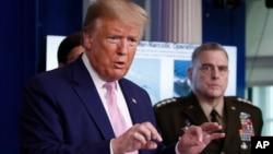 """""""Hay una amenaza creciente de que carteles, criminales, terroristas y otros actores malignos intentarán explotar la situación de la pandemia para su propio beneficio"""", dijo el presidente en la Casa Blanca al anunciar la operación en la que participan otras 22 naciones."""
