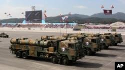 Phi đạn cruise Huynmoo-3 với tầm bắn 1.000 kilomét có khả năng bắn tới Bắc Triều Tiên được ra mắt công chúng Nam Triều Tiên hôm nay.