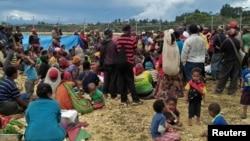 Warga Papua Nugini tinggal di lapangan terbuka pasca gempa bumi tanggal 1 Maret lalu (foto: dok). Gempa kembali melanda Selasa malam (14/5).