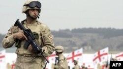 31-й батальон ВС Грузии отправляется в Афганистан с военной базы Вазиани в окрестностях Тбилиси. Апрель 2010г.
