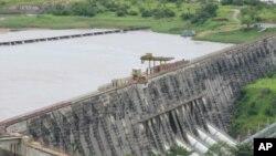 Le barrage hydroélectrique Inga sur le fleuve Congo, vu du pont d'observation Belvedere (Mars 2011)
