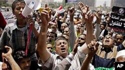 Misrawa suke zanga zanga a dandalin Tahrir.
