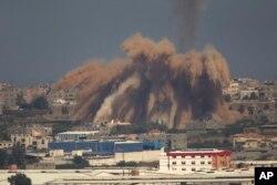 以色列攻击加沙地带目标,烟尘涌起