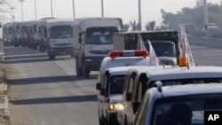 Kолонна грузовиков с гуманитарной помощью. Сирия.