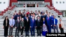 布蘭斯塔德大使訪問西藏大學。 (美國大使館照片)