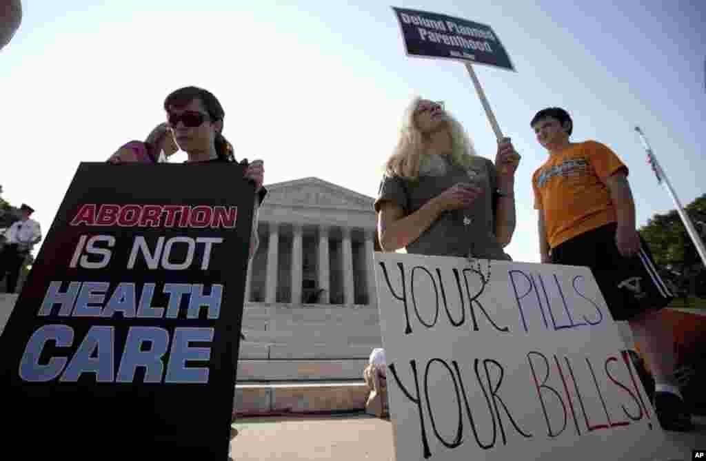 El fallo de la corte constituye una victoria para el presidente Barack Obama en este año electoral al rechazar el argumento de que el Congreso se extralimitó al requerir que la mayoría de los estadounidenses tengan un seguro de salud