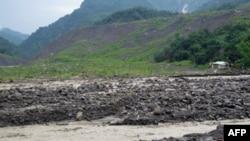 小林村落掩埋在河床下