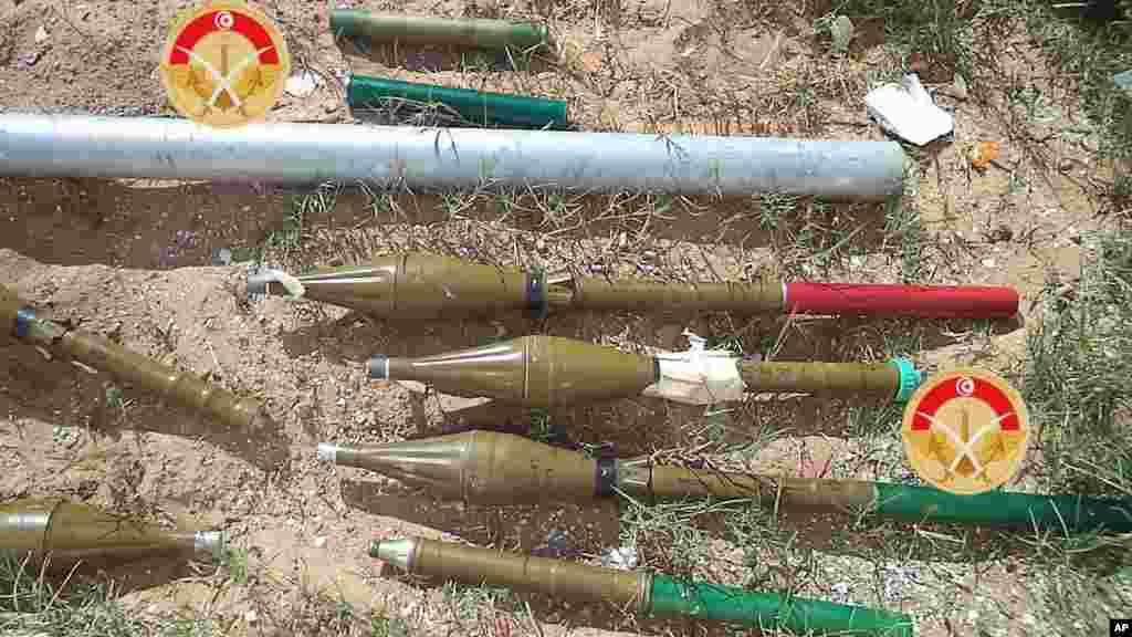 Des munitions saisies par les forces tunisiennes dans la ville de Ben Guerdane.