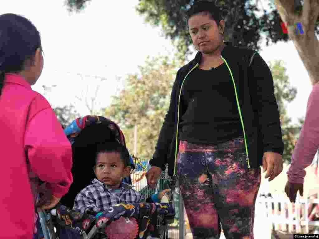 En EE.UU. se refuerzan los puntos fronterizos ante la llegada de la caravana de migrantes centroamericanos. Fotografía: Celia Mendoza- VOA
