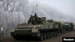 15일, 동부 데발체베 인근에서 목격된 우크라이나 정부군 병사들의 모습.