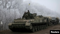 Members of the Ukrainian armed forces are seen not far from Debaltseve, eastern Ukraine, Feb.15, 2015.