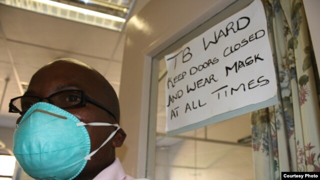 A nurse leaves a TB ward in Zithulele Hospital in South Africa's Eastern Cape province (Photo:D.Taylor)