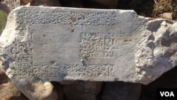 یکی از آثار باستانی که پس از حفر غیرقانونی افراد، به دست مسوولین افتاده است