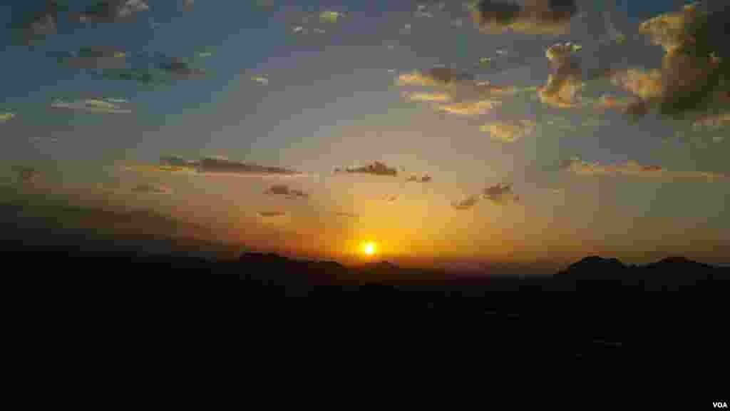 غروب آفتاب بر فراز رشته کوه های زاگرس عکس: محمد خدارجمی (ارسالی شما)