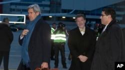 U.S. Secretary of State John Kerry arrives at Geneva International airport, Saturday, Nov. 23, 2013, in Geneva, Switzerland, for the Iran nuclear talks.