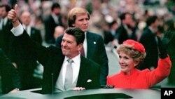 رونالد ریگان و همسرش نانسی، به دنبال مراسم سوگند ریاست جمهوری در واشنگتن دی سی