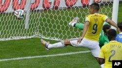 足球世界杯比赛中哥伦比亚队射门